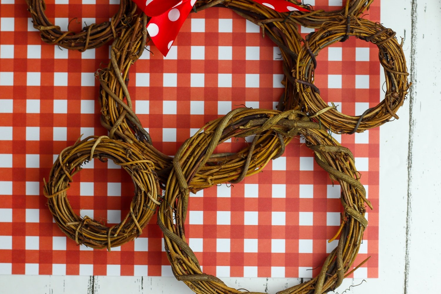 tutorial for how to make mickey mouse wreaths for Christmas decor