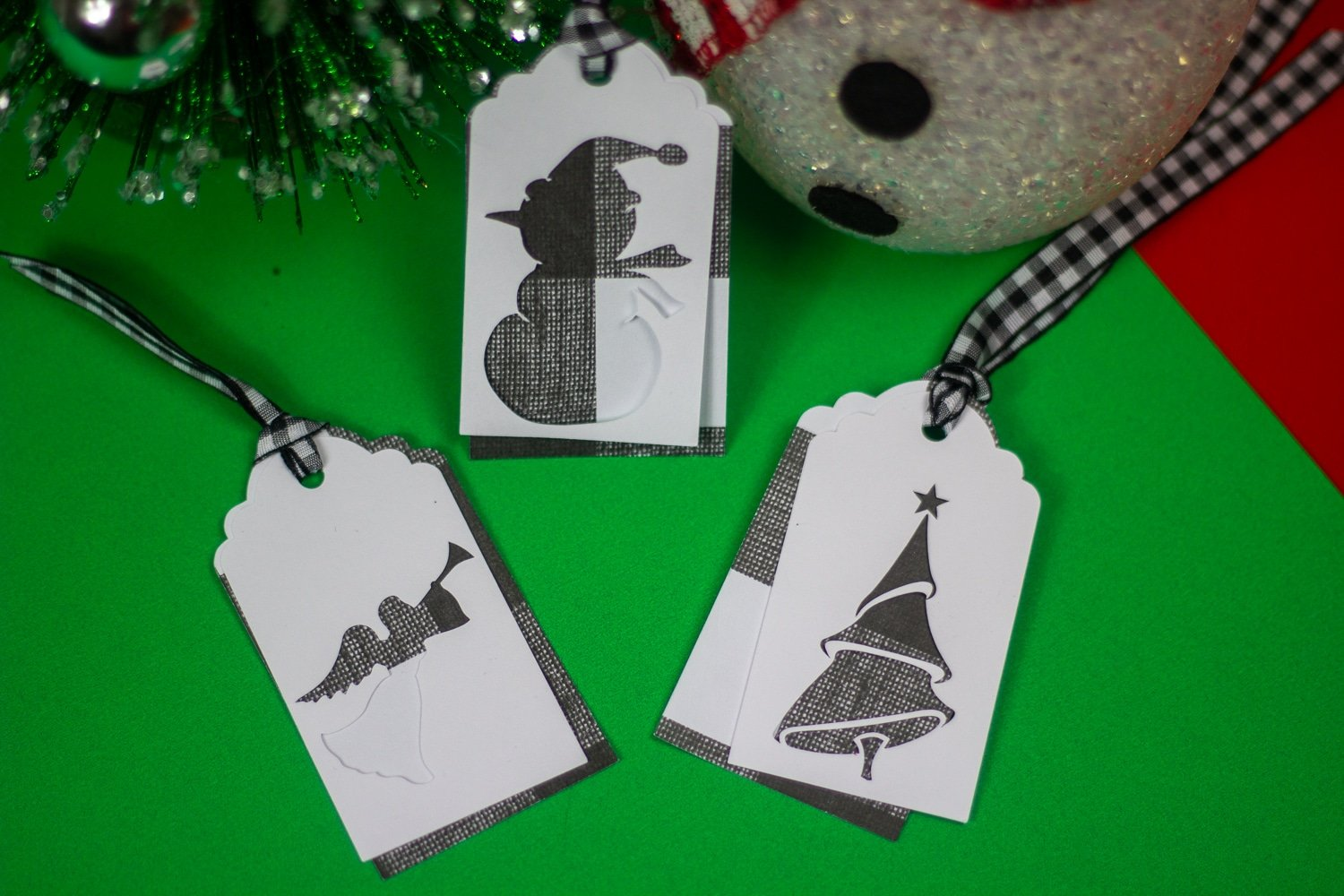 I love making these Easy Cricut Christmas Gift Tags! They're so fun and simple--but they make a beautiful personalized gift tag you can put on anything. And the best part is, they're simple enough that you can make them in a flash the night before Christmas and no one is the wiser.