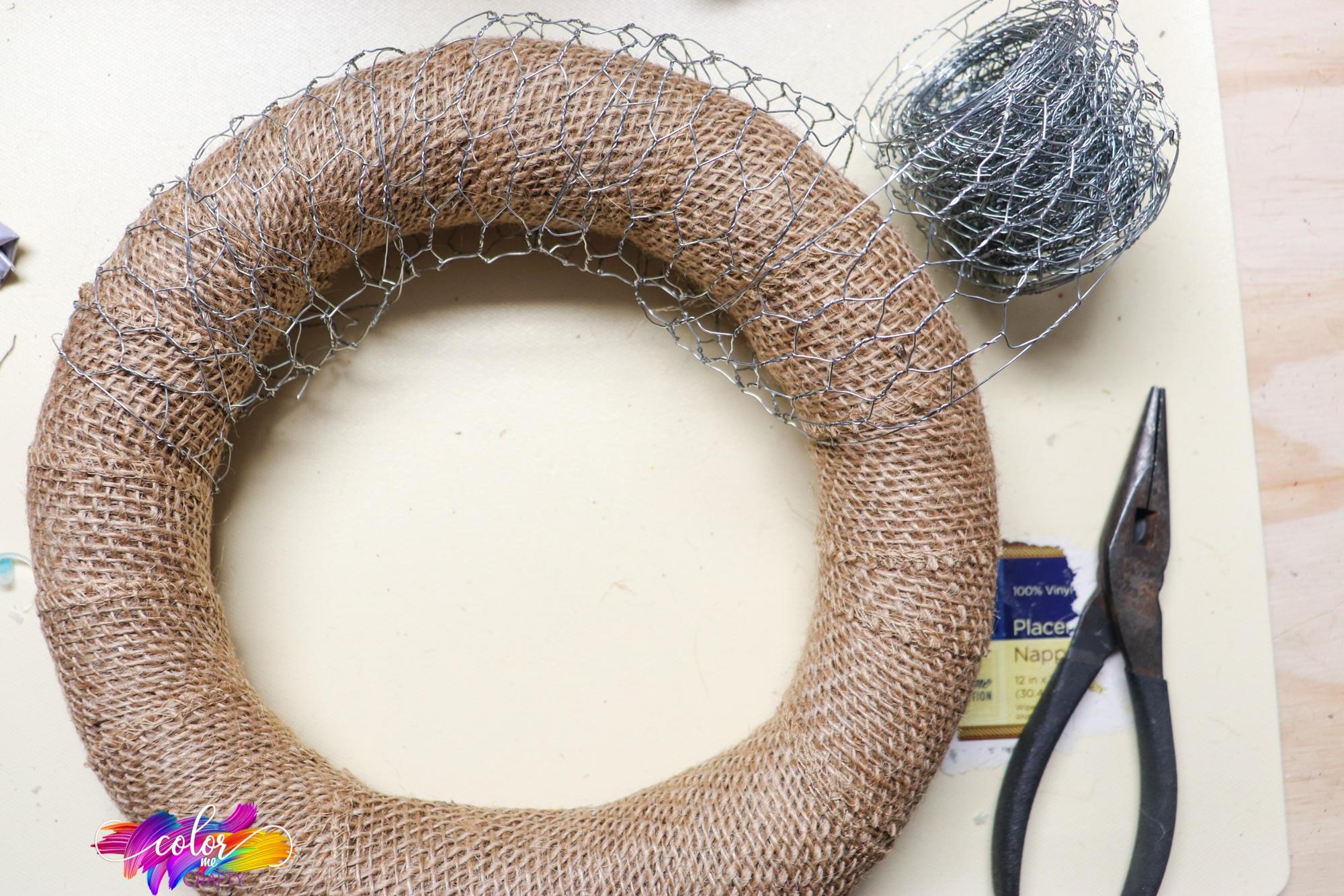 how to wrap chicken wire around a wreath