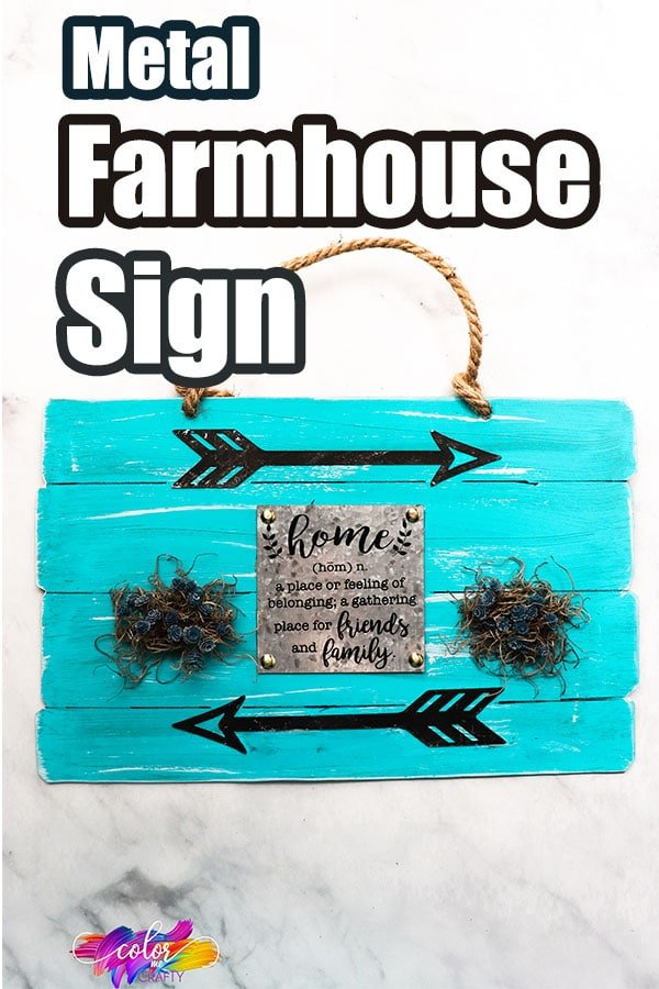 easy sign for farmhouse decor with texte which reads metal farmhouse sign